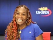 Campeón Venus Williams del Grand Slam de Estados Unidos durante rueda de prensa después de su primer partido de la ronda en el US Imagen de archivo libre de regalías