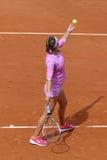 Campeón Victoria Azarenka del Grand Slam de dos veces de Bielorrusia en la acción durante su segundo partido de la ronda en Rolan Foto de archivo