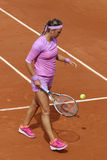 Campeón Victoria Azarenka del Grand Slam de dos veces de Bielorrusia en la acción durante su segundo partido de la ronda en Rolan Fotografía de archivo
