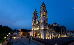 CAMPECHE, ΜΕΞΙΚΟΥ - 30.2014 ΙΟΥΝΙΟΥ: άποψη νύχτας του κύριων τετραγώνου και του καθεδρικού ναού Campeche Στοκ εικόνες με δικαίωμα ελεύθερης χρήσης