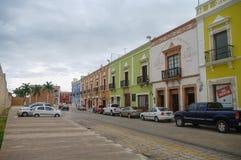 Campeche Meksyk, Styczeń, - 01, 2010: w centrum ulica z typic Obrazy Stock