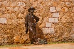 CAMPECHE, MEXIQUE : Pêcheur en bronze de statue sur le mur de ville de San Francisco de Campeche images libres de droits