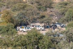Campeggi a Okaukeujo come visto dal posto di guardia Immagini Stock