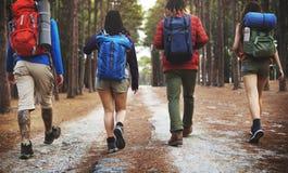 Campeggiatori su un'avventura immagini stock