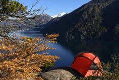 Campeggio accanto al lago II fotografia stock