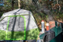 Campeggio al parco di stato nella caduta fotografie stock libere da diritti