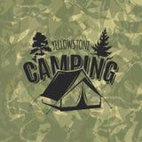 Campeggio dell'annata e logo all'aperto di avventura Fotografia Stock Libera da Diritti