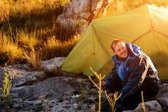 Campeggio dell'esploratore della regione selvaggia Fotografia Stock Libera da Diritti