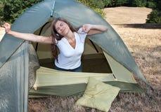 Campeggio della tenda della donna Fotografia Stock