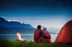 Campeggio delle coppie Fotografie Stock