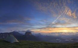 Campeggio di alba Fotografia Stock