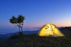 Campeggio di notte Fotografie Stock Libere da Diritti