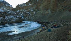 Campeggio durante il viaggio di Chadar Fotografia Stock Libera da Diritti