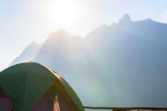 Campeggio e tenda di alloggio presso famiglie a Doi Luang Chiang Dao in Chiang Mai Fotografia Stock Libera da Diritti