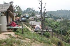 Campeggio e tenda di alloggio presso famiglie a Doi Luang Chiang Dao in Chiang Mai Province, Tailandia Immagine Stock