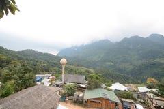 Campeggio e tenda di alloggio presso famiglie a Doi Luang Chiang Dao in Chiang Mai, Tailandia Fotografia Stock Libera da Diritti