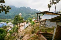 Campeggio e tenda di alloggio presso famiglie a Doi Luang Chiang Dao in Chiang Mai, Tailandia Fotografie Stock Libere da Diritti