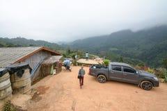 Campeggio e tenda di alloggio presso famiglie a Doi Luang Chiang Dao in Chiang Mai, Tailandia Fotografia Stock