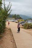 Campeggio e tenda di alloggio presso famiglie a Doi Luang Chiang Dao in Chiang Mai, Tailandia Immagine Stock