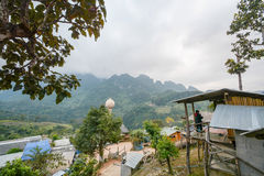Campeggio e tenda di alloggio presso famiglie a Doi Luang Chiang Dao, Tailandia Immagine Stock