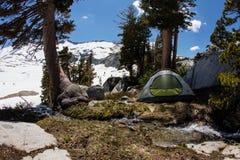 Campeggio grazioso in sierra Nevada Mountains, California Immagini Stock
