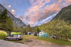 Campeggio nel parco nazionale di Triglav al tramonto Fotografie Stock