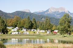 Campeggio nelle alpi Fotografia Stock Libera da Diritti
