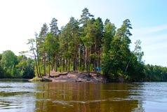 Campeggio sulle rive del fiume Fotografie Stock Libere da Diritti