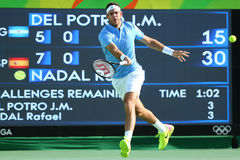 Campeón Juan Martin Del Potro del Grand Slam de la Argentina en la acción durante su partido de semifinal de la Río 2016 Juegos O Fotos de archivo