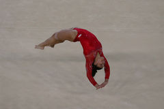 Campeón olímpico Laurie Hernandez de Estados Unidos durante una sesión de formación artística del ejercicio de piso de la gimnasi Fotografía de archivo libre de regalías