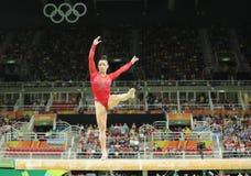 Campeão olímpico Aly Raisman do Estados Unidos que compete no feixe de equilíbrio na ginástica total das mulheres no Rio 2016 Foto de Stock