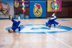 Campeonato da cidade de Kamenskoye em cheerleading entre solos, duetos e equipes Fotografia de Stock