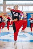 Campeonato da cidade de Kamenskoye em cheerleading entre solos, duetos e equipes Imagens de Stock Royalty Free