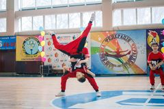 Campeonato da cidade de Kamenskoye em cheerleading entre solos, duetos e equipes Imagem de Stock