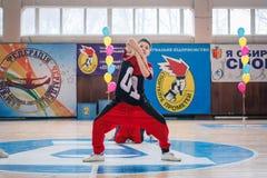 Campeonato da cidade de Kamenskoye em cheerleading entre solos, duetos e equipes Imagem de Stock Royalty Free