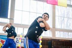 Campeonato da cidade de Kamenskoye em cheerleading entre solos, duetos e equipes Imagens de Stock