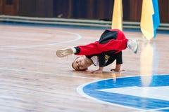 Campeonato da cidade de Kamenskoye em cheerleading entre solos, duetos e equipes, youn Foto de Stock