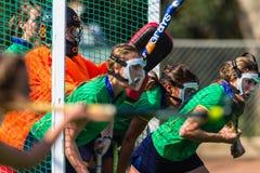 Campeonato de la acción de las metas de las máscaras de las muchachas del hockey Imagen de archivo libre de regalías