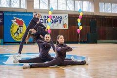 Campeonato de la ciudad de Kamenskoye en animar entre solos, dúos y equipos Fotos de archivo