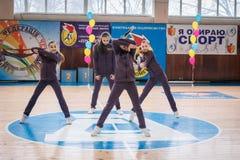 Campeonato de la ciudad de Kamenskoye en animar entre solos, dúos y equipos Fotografía de archivo libre de regalías