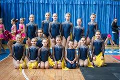 Campeonato de la ciudad de Kamenskoye en animar entre solos, dúos y equipos Imagen de archivo