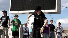 Campeonato del estilo y del breakdance modernos de la danza almacen de metraje de vídeo