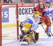 Campeonato del mundo del hockey sobre hielo de las mujeres de IIHF - partido de la medalla de bronce - Rusia v Finlandia Imagen de archivo libre de regalías