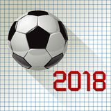 Campeonato 2018 do futebol do mundo do futebol em um fundo de papel quadriculado Fotos de Stock Royalty Free