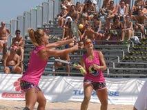 Campeonato mundial 2018 do tênis da praia de ITF - semifinal foto de stock