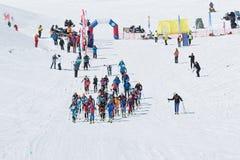 Campeonatos del alpinismo del esquí: raza total del comienzo Imagen de archivo