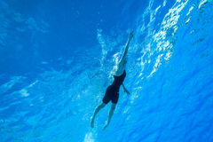 Campeonatos del calentamiento de la muchacha de la natación Fotografía de archivo