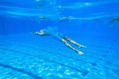 Campeonatos do aquecimento da menina da natação Foto de Stock
