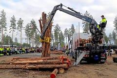 Campeonatos finlandeses no log que carrega 2014 em FinnMETKO 2014 Imagem de Stock