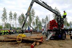 Campeonatos finlandeses no log que carrega 2014 em FinnMETKO 2014 Imagens de Stock Royalty Free